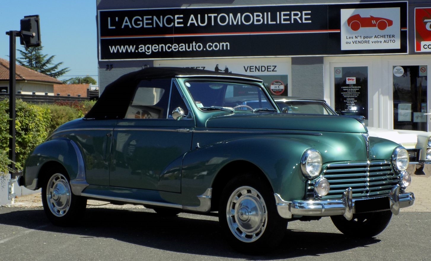 Peugeot 203 cabriolet 1300 restauration compl te occasion for Garage peugeot montbeliard occasion