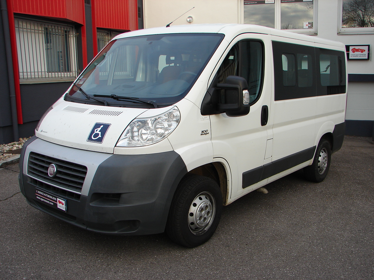 fiat ducato combi 2 2 mjt 100 tpmr handynamic 9 places occasion nancy pas cher voiture occasion. Black Bedroom Furniture Sets. Home Design Ideas