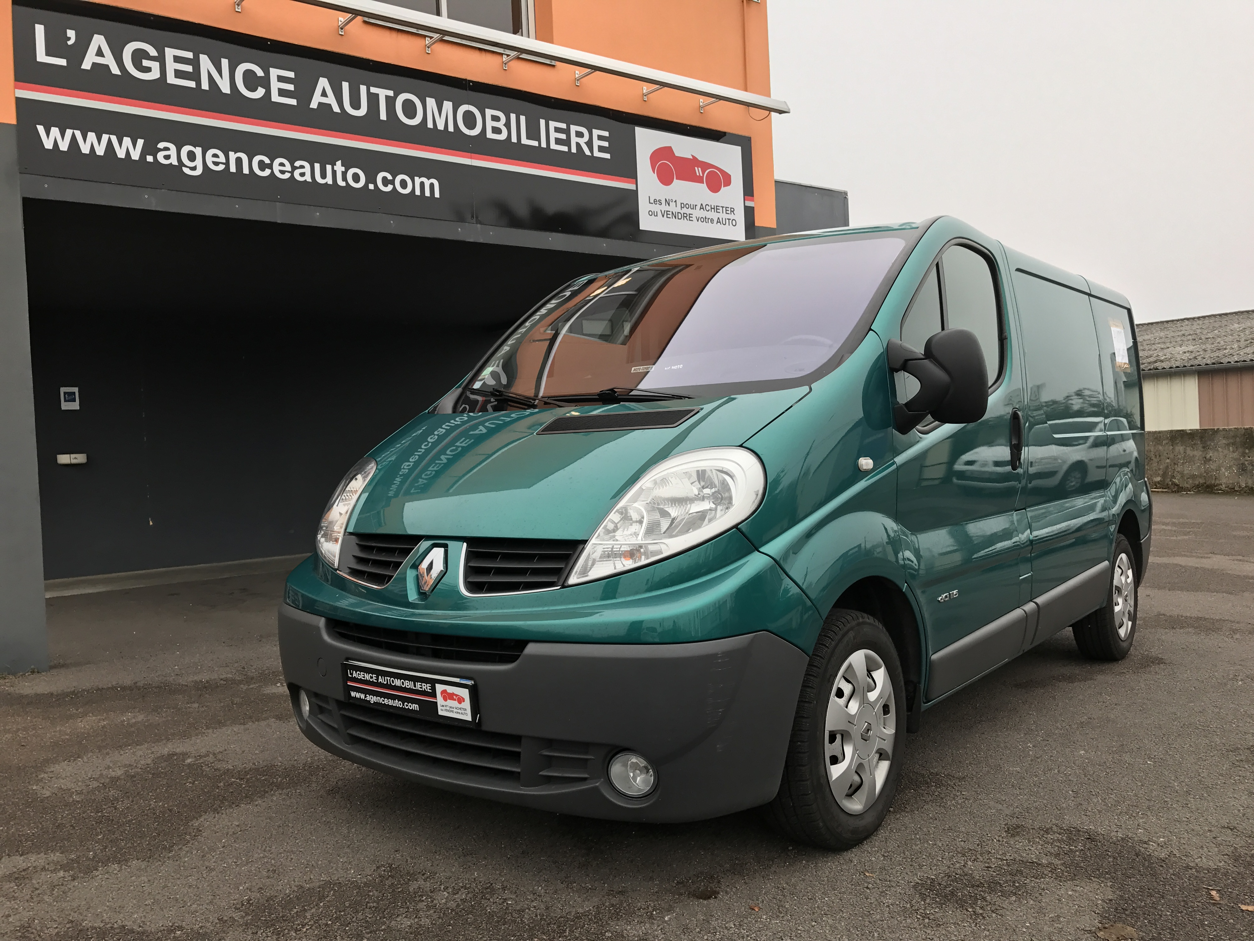 renault trafic grand confort 2 l dci 115 cv occasion dijon pas cher voiture occasion c te d 39 or. Black Bedroom Furniture Sets. Home Design Ideas