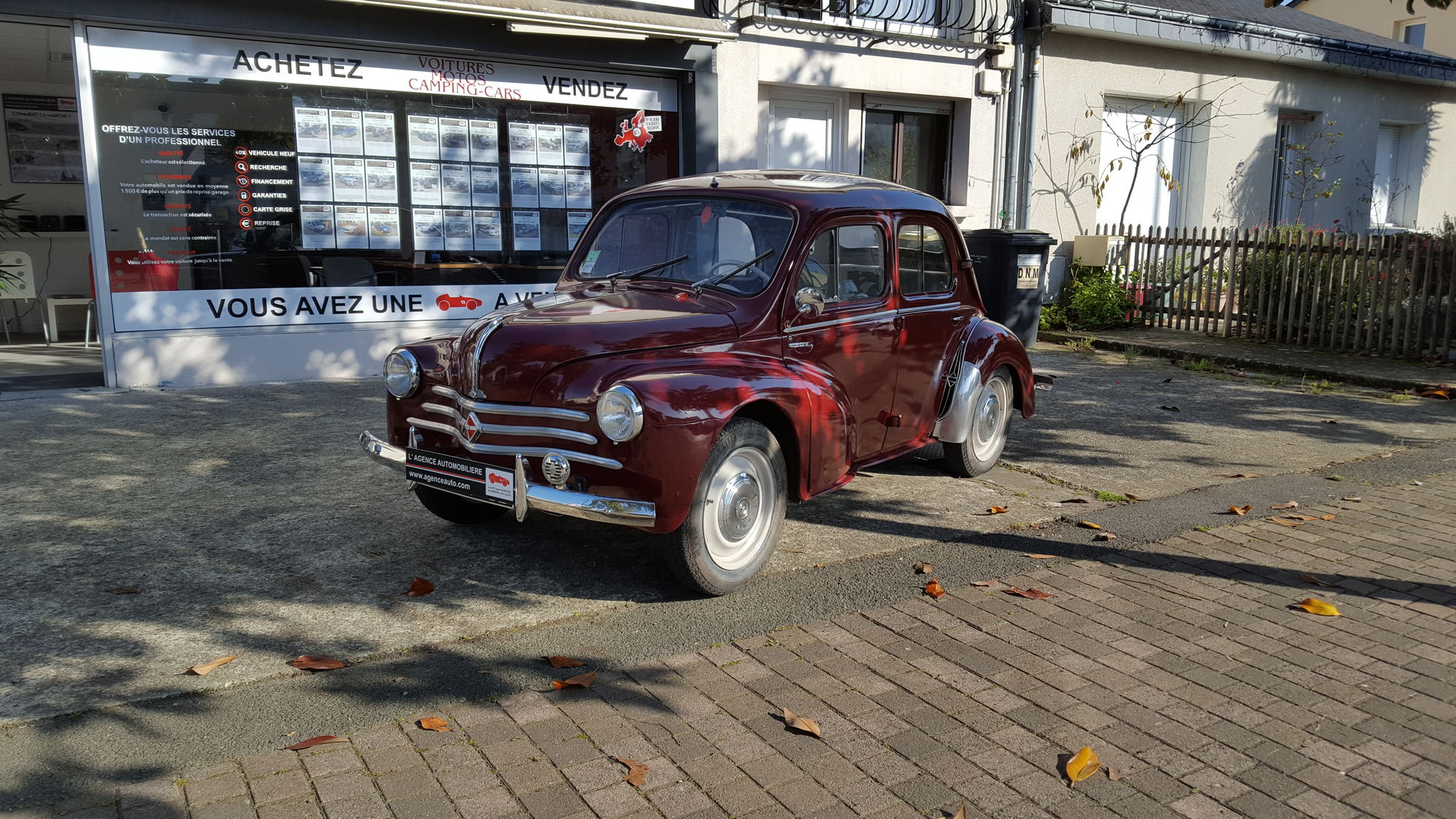 renault 4 cv r1062 luxe occasion angers pas cher voiture occasion maine et loire 49124 agence. Black Bedroom Furniture Sets. Home Design Ideas