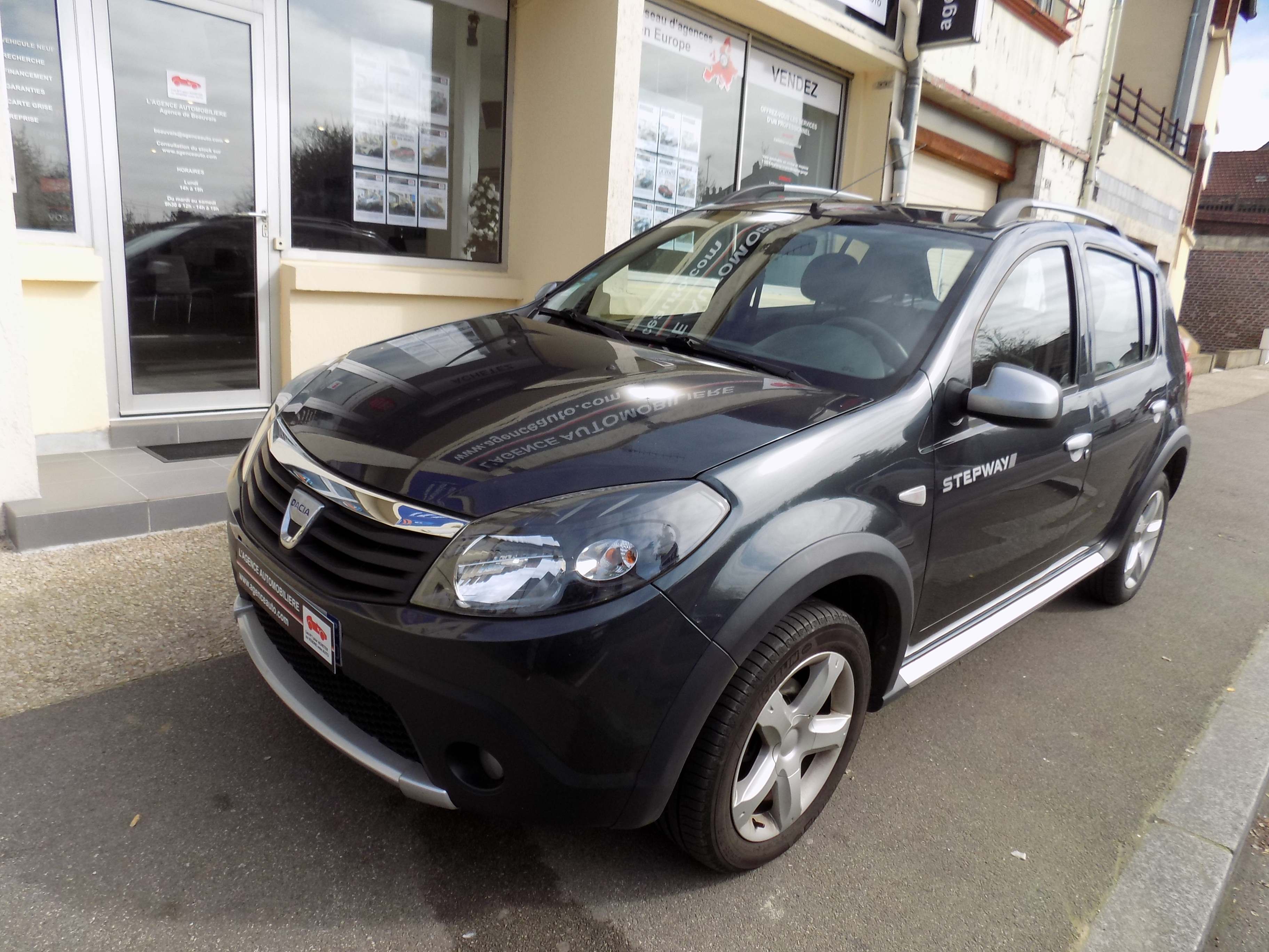 dacia sandero 1 5 dci 90 stepway occasion beauvais pas cher voiture occasion oise 60000. Black Bedroom Furniture Sets. Home Design Ideas
