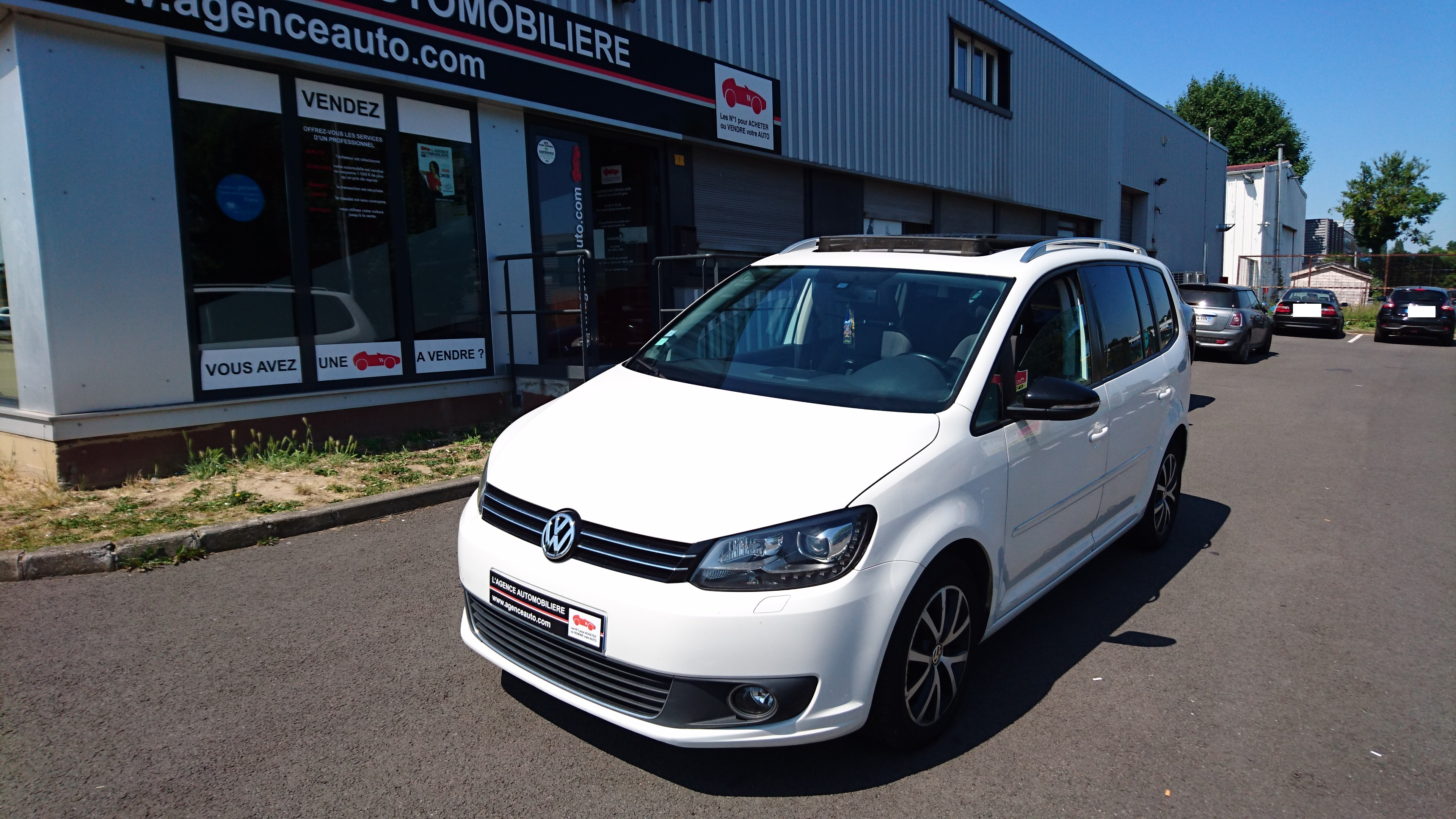 volkswagen touran 2 0 tdi 170ch ch carat occasion lille englos pas cher voiture occasion nord. Black Bedroom Furniture Sets. Home Design Ideas
